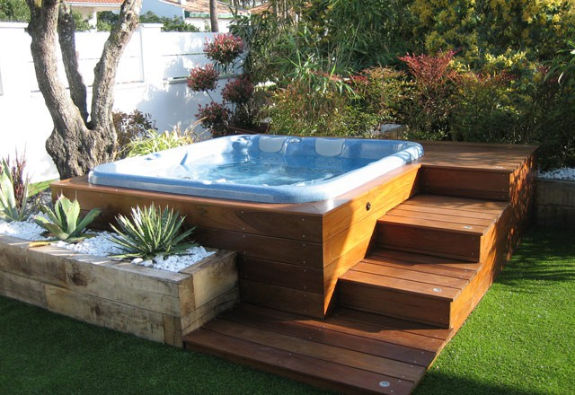 Installer un spa dans son jardin for Piscine encastrable bois